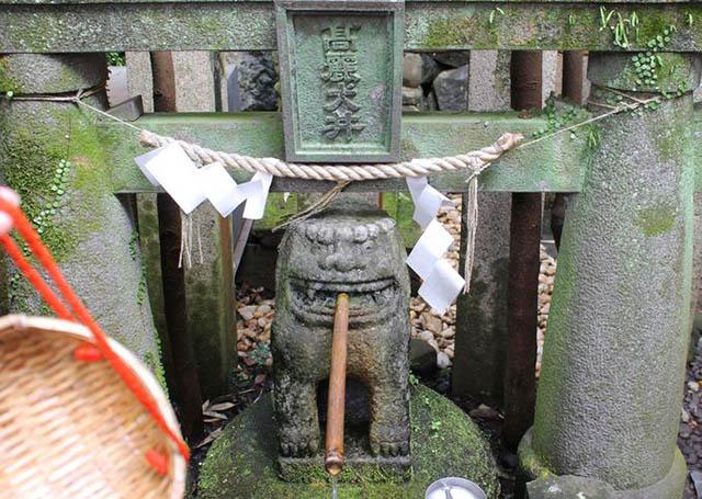 โคมะอินุ (สิงโตสุนัข) ผู้ปกปักรักษาศาลเจ้า